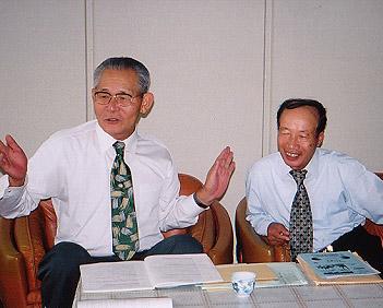 木戸さん(左)と松永理事長
