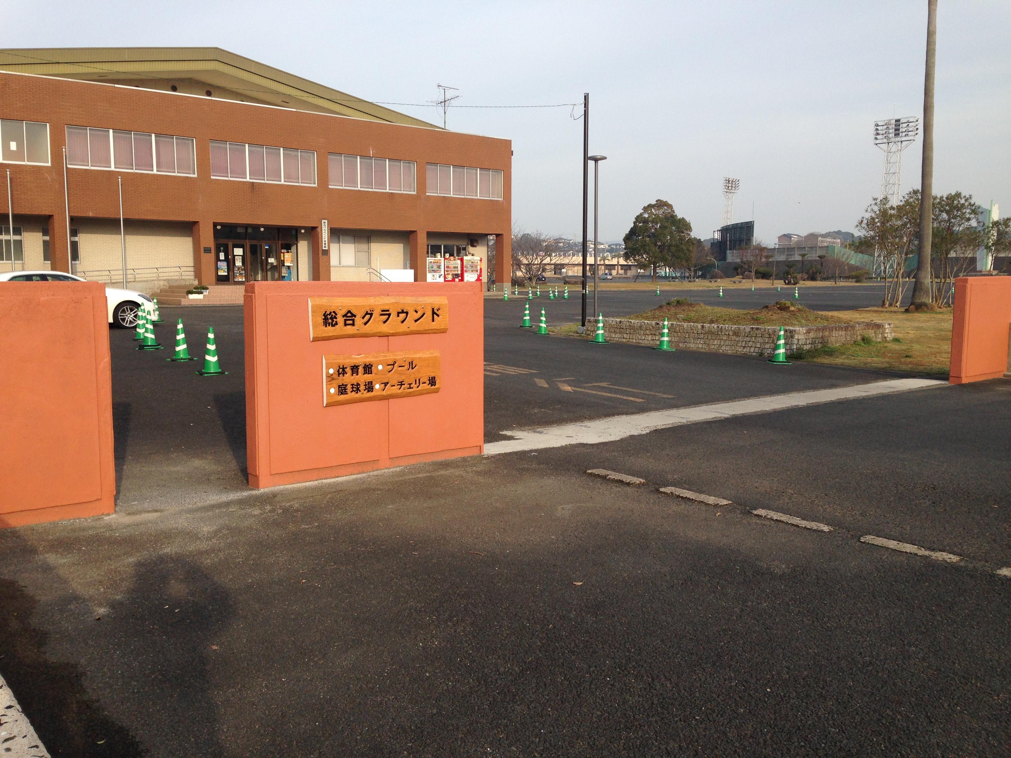 体育館前入口